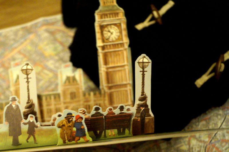 Detail aus: Mit Paddington durch London © Knesebeck Verlag, Illustrationen: Joanna Bill & Olga Baumert